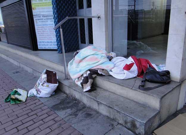 La persona sin techo instalada en la calle Platja Cassà