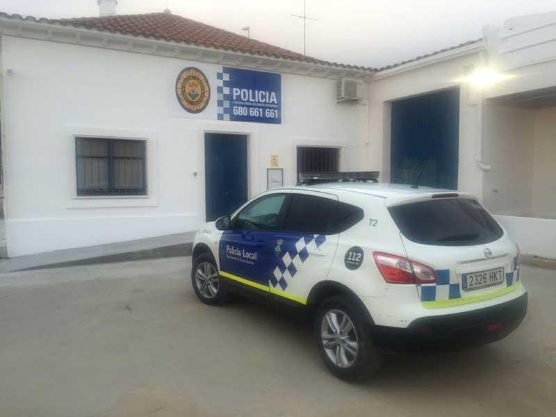 Un drogadicto muerde y hiere a dos agentes de la polic a for Piscina municipal premia de mar
