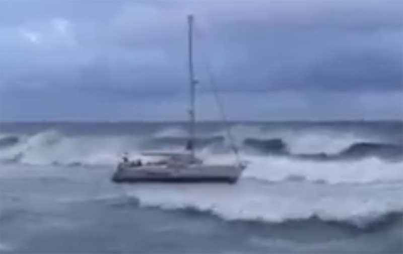 El velero estuvo seis horas a la deriva. Foto: Jesús Turró