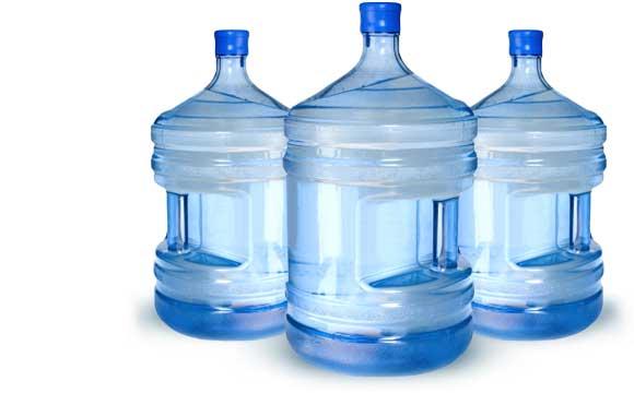 El agua embotellada fue consumida en centenares de empresas