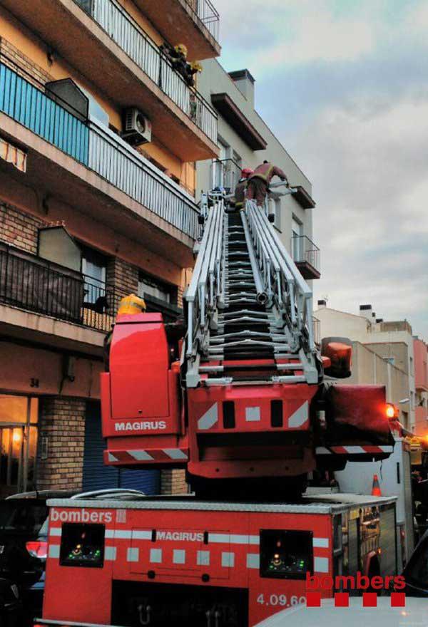 El herido fue evacuado por el balcón