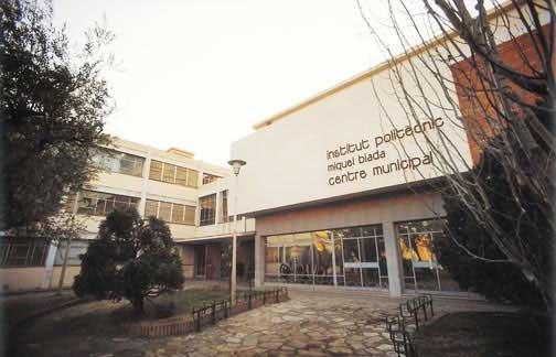 El suceso se produjo fuera de las instalaciones del instituto de Mataró