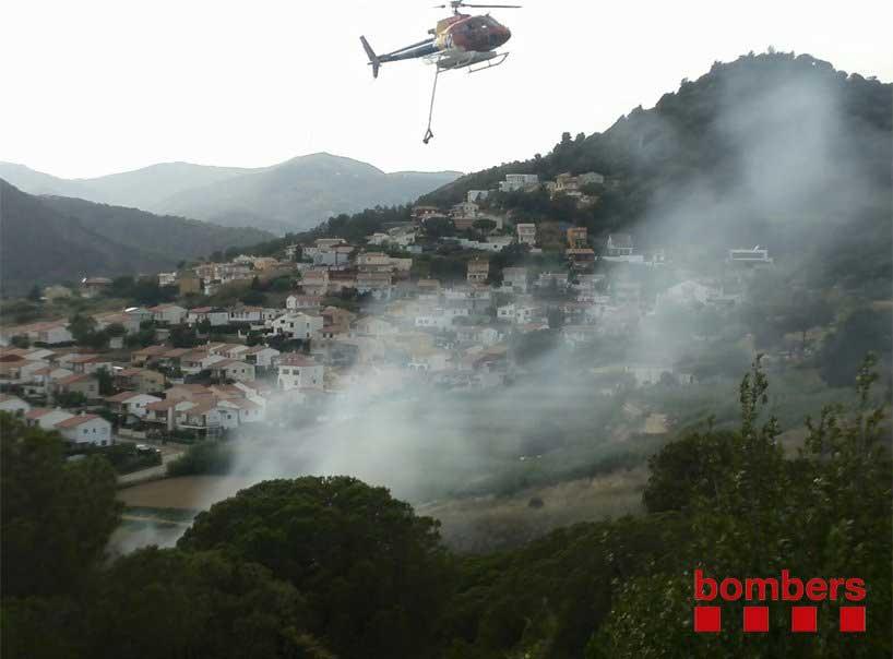Una de las unidades aéreas actuando contra el fuego de Pineda, en junio