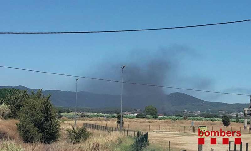 El incendio de Tordera es visible desde muy lejos