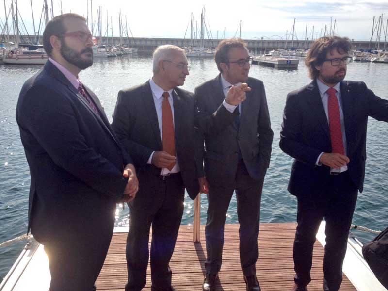El conseller y el alcalde visitando los nuevos pantalanes