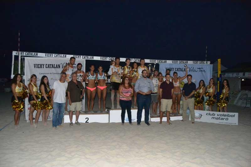 Foto de les autoritats amb els vencedors