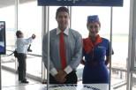 La bienvenida en el aeropuerto internacional Monseñor Oscar Arnulfo Romero. Foto Juan Borja