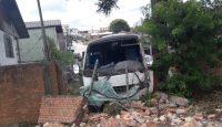 Acidente com micro-ônibus deixa seis feridos em Caxias do Sul