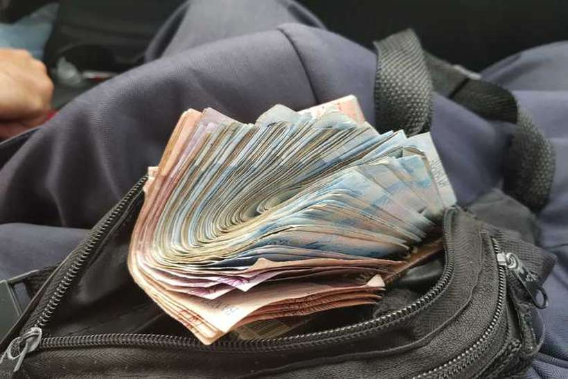 Homem que vendia passagem com cartão de idoso acaba preso no DF