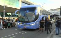 Botafogo desembarca no Santos Dumont direto na pista para evitar ônibus apedrejado