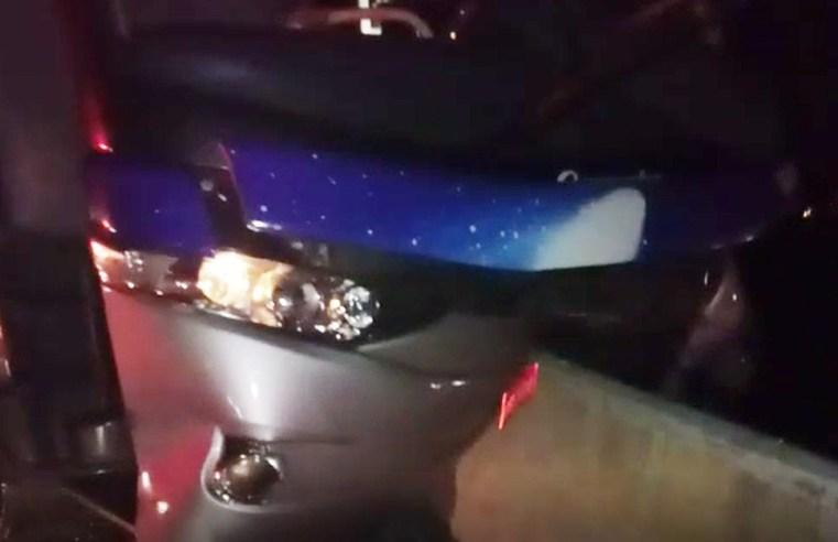 SP: Ônibus da Viação Cometa bate em viaduto de Hortolândia
