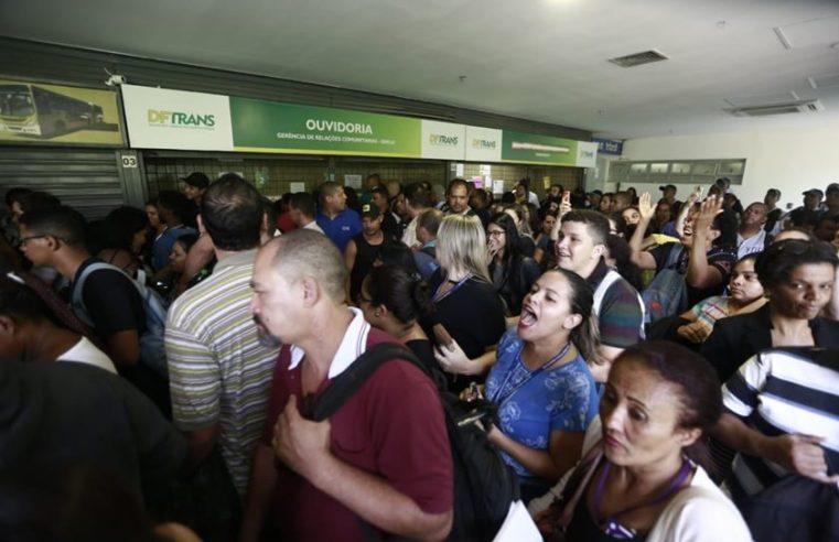 Falha em sistema do DFTrans impede embarque em ônibus