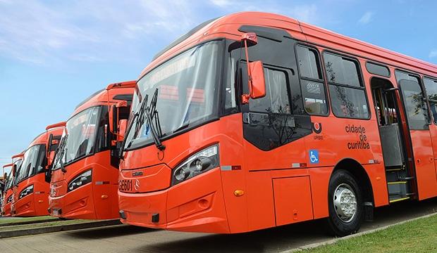 Mercedes-Bez amplia frota de ônibus em Curitiba