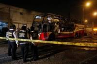 Ônibus pega fogo e deixa 20 mortos no Peru