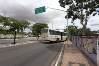Teresina: Ônibus perde freio e sobe em calçada