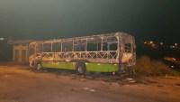 Ônibus é incendiado por traficantes na Região Metropolitana de BH