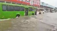 RJ: Em Duque de Caxias, ônibus enfrentam alagamentos