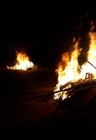 Manifestantes protestam por moradia ateando fogo na BR-116 em Teresópolis
