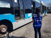 Procon/RJ encontra 131 ônibus BRT parados em garagens durante fiscalização