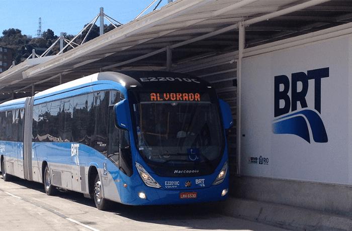 Idoso acaba preso após ejacular em perna de passageira do BRT Rio