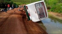 Ônibus tomba em Marabá e deixa passageiros em pânico