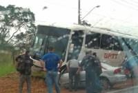Acidente entre carro e ônibus deixa feridos em Sorocaba