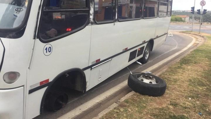 Roda de micro-ônibus se solta e atinge pedestre em Sorocaba