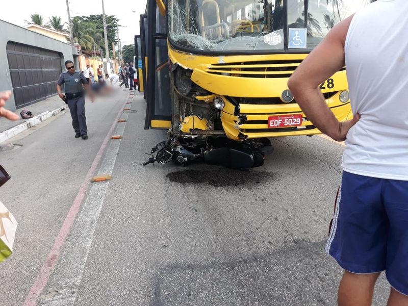 Acidente entre moto e ônibus deixa um morto na Rio x Santos  em São Sebastião