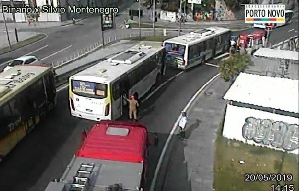 Acidente com dois ônibus deixa 17 feridos na Zona Portuária do Rio