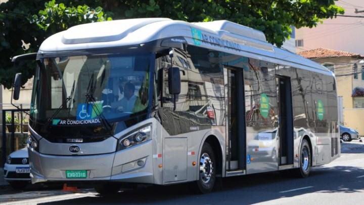 Salvador realiza testes com ônibus elétrico da chinesa BYD