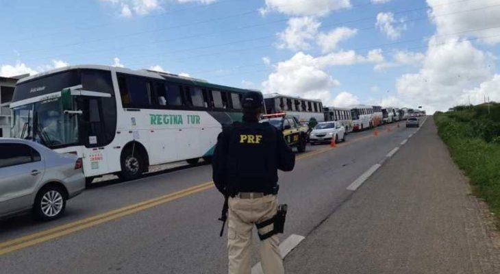 PRF realiza fiscalização na BR-226 e detém 39 motoristas rodoviários em situação irregular