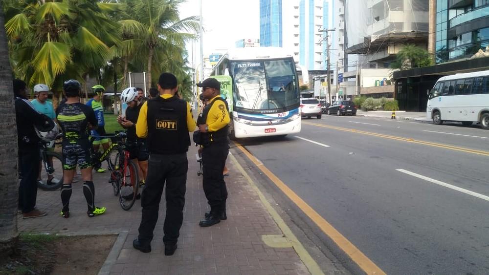 Maceió: Ciclista é atropelado por ônibus na orla Pajuçara