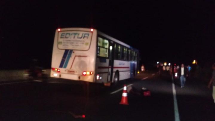 Tentativa de assalto a ônibus acaba com um bandido morto e outro preso na BR-316