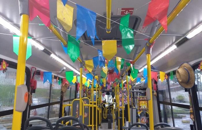 Ônibus do Forró segue levando música e alegrias por bairros do Recife