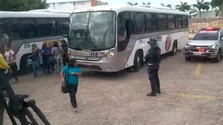 Ônibus irregular é apreendido em Fortaleza durante fiscalização