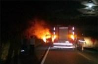 ES: Ônibus pega fogo no interior de Aracruz