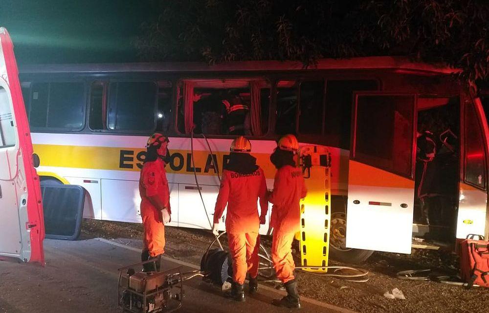 Acidente com ônibus escolar deixa feridos na rodovia AL-220