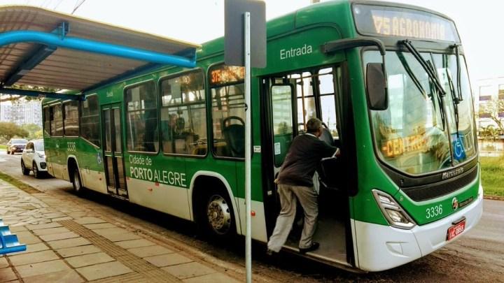 Rio Grande do Sul tem funcionando de ônibus parcial e rodovias bloqueadas