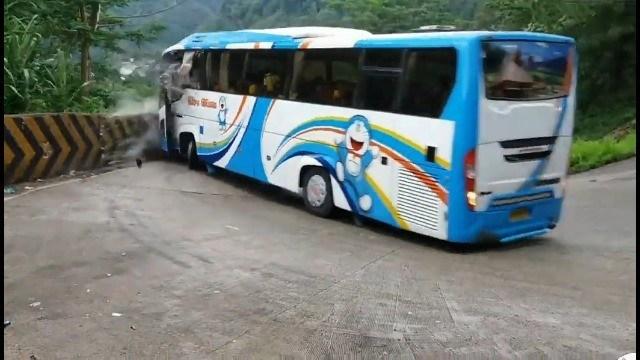 Acidente em que motorista salta de ônibus sem freios não foi na Serra do Rio do Rastro