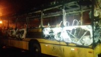 Ônibus escolar pega fogo no interior de Santa Catarina