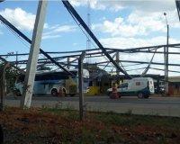 Ônibus da Eucatur é atingido por estrutura metálica do posto da PRF em Rondônia