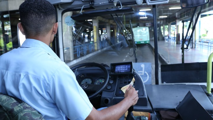 Projeto de Lei quer punir dupla função de motorista e cobrador no Brasil