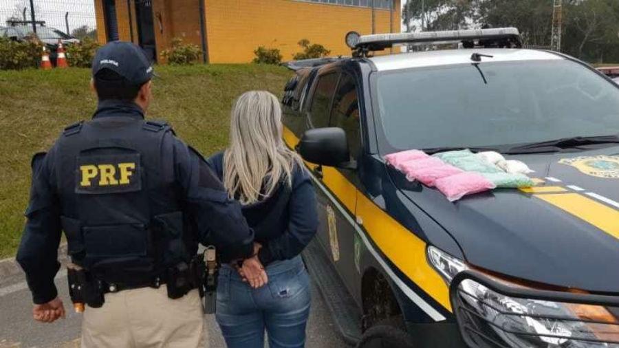 PRF prende jovem com 16 mil comprimidos de ecstasy em ônibus que seguia para Goiânia