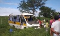 SE: Micro-ônibus capota com 35 a bordo em Ribeirópolis