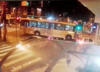 Empresa de ônibus demite motorista envolvido em acidente que matou jornalista no Rio