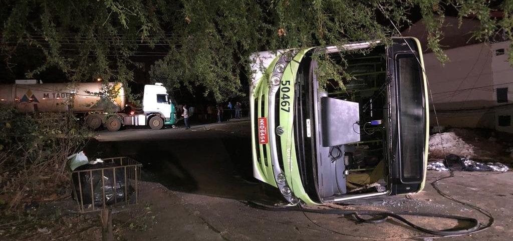 Acidente envolvendo carreta e ônibus deixa um morto e 15 feridos em Goiânia
