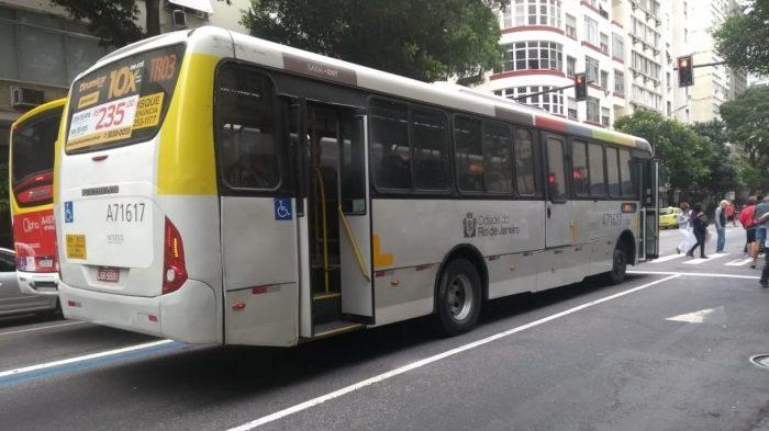 Homem tenta incendiar ônibus em Copacabana