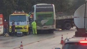 Acidente entre ônibus da Setelagoano e Caminhão deixa feridos na BR-040