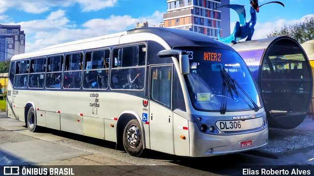 Bandidos assaltam ônibus em Curitiba em ação aterrorizante