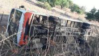 Ônibus tomba com estudantes no interior do Rio Grande do Norte